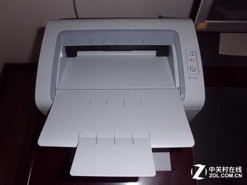 使用轻松打印管理软件,简单高效管理打印任务。这款简单易用的集成EPM软件让您可以快速启动设备并监控打印状态。您再也不用担心设备突然耗尽墨粉,因为拥有我们的轻松打印管理软件,您可以轻松订购墨粉、查找设备、连接应用程序并使用其他功能。ML-2161 屏幕打印按键位于打印机控制面板之上即使不在办公桌旁,您也可以轻松便利地打印屏幕上的所有内容。无需额外编辑或剪切多余的网页文件内容,手指轻触即可完成打印。若想获取屏幕上的单页内容,轻触一键就能所见立现。长按此键2秒还可打印上一次屏幕显示内容。轻松打印,随时随地。