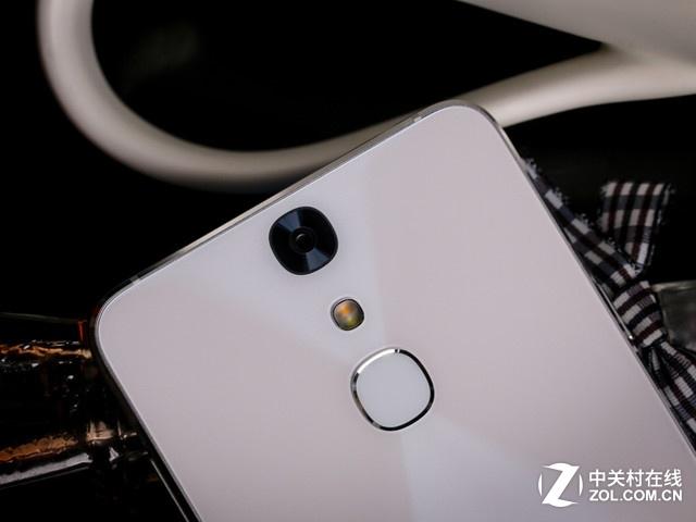 "TCL 750拍照新玩法 ""Pose美姿""专项评测"
