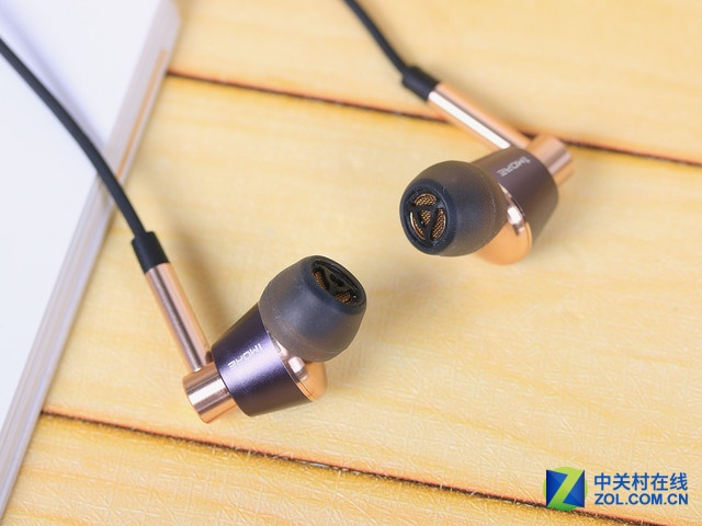音乐迷们的配备盘点:1MORE LTNG耳机