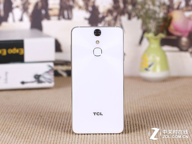 文艺小清新 TCL 750初现手机报价1993元