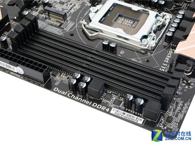 双通道DDR4-DIMM内存插槽   Z170主板另一项非常重要的功能就是内存超频,这款主板在内存超频方面提供稳定支持,六代酷睿系列处理器默认支持2133MHz内存频率,我们所配备的金邦 白金龙8G DDR4-2400内存条最高可以支持2400MHz内存频率,玩家也可以爽玩内存超频。